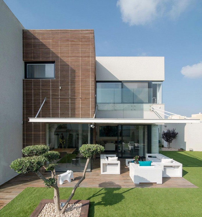 Minimalist-Home-in-Bat-Hadar-by-BLV-Design-Architecture-01
