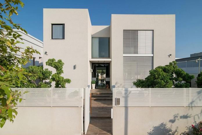 Minimalist-Home-in-Bat-Hadar-by-BLV-Design-Architecture-02