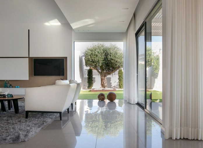 Minimalist-Home-in-Bat-Hadar-by-BLV-Design-Architecture-04