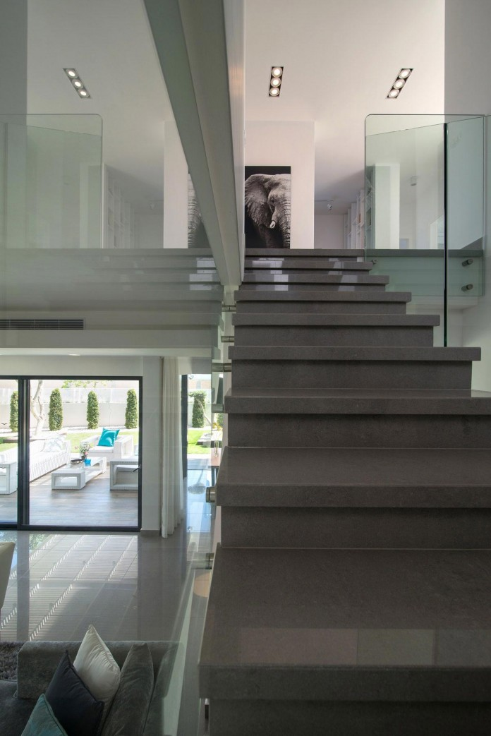 Minimalist-Home-in-Bat-Hadar-by-BLV-Design-Architecture-10