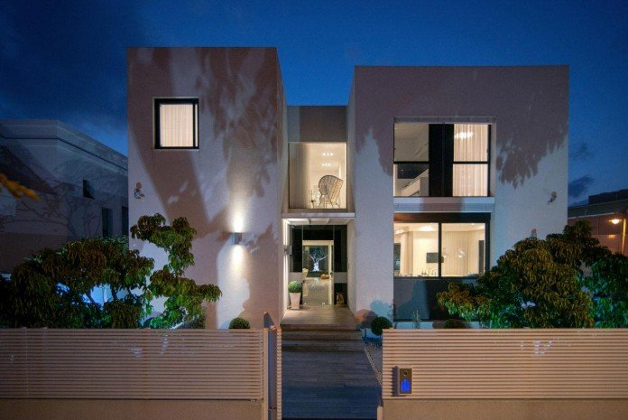 Minimalist-Home-in-Bat-Hadar-by-BLV-Design-Architecture-18