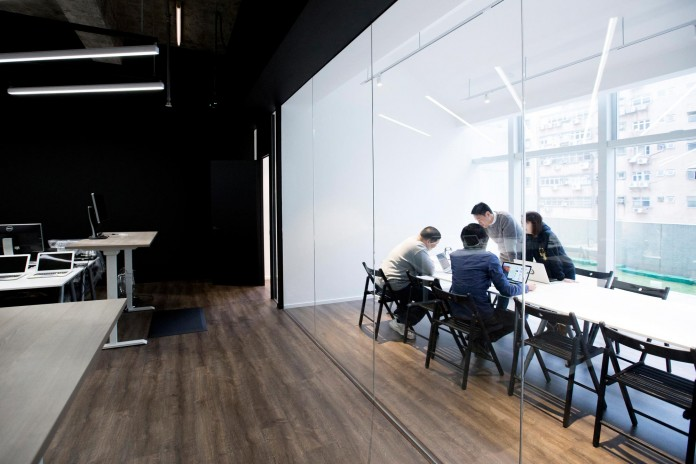 Minimalist-black-and-white-interior-of-9GAG-Office-in-Hong-Kong-designed-by-LAAB-Architects-11