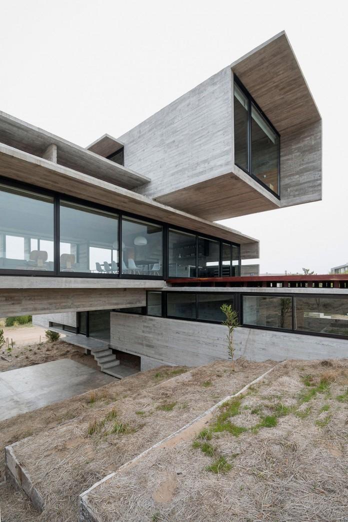 Modern-Concrete-Golf-House-by-Luciano-Kruk-Arquitectos-04