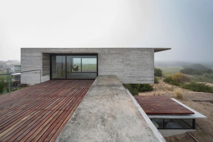 Modern-Concrete-Golf-House-by-Luciano-Kruk-Arquitectos-05