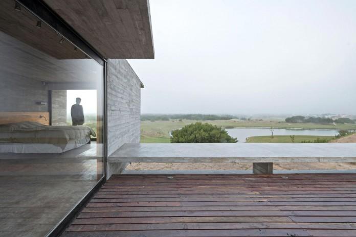Modern-Concrete-Golf-House-by-Luciano-Kruk-Arquitectos-06