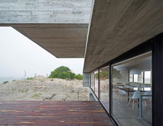 Modern-Concrete-Golf-House-by-Luciano-Kruk-Arquitectos-07
