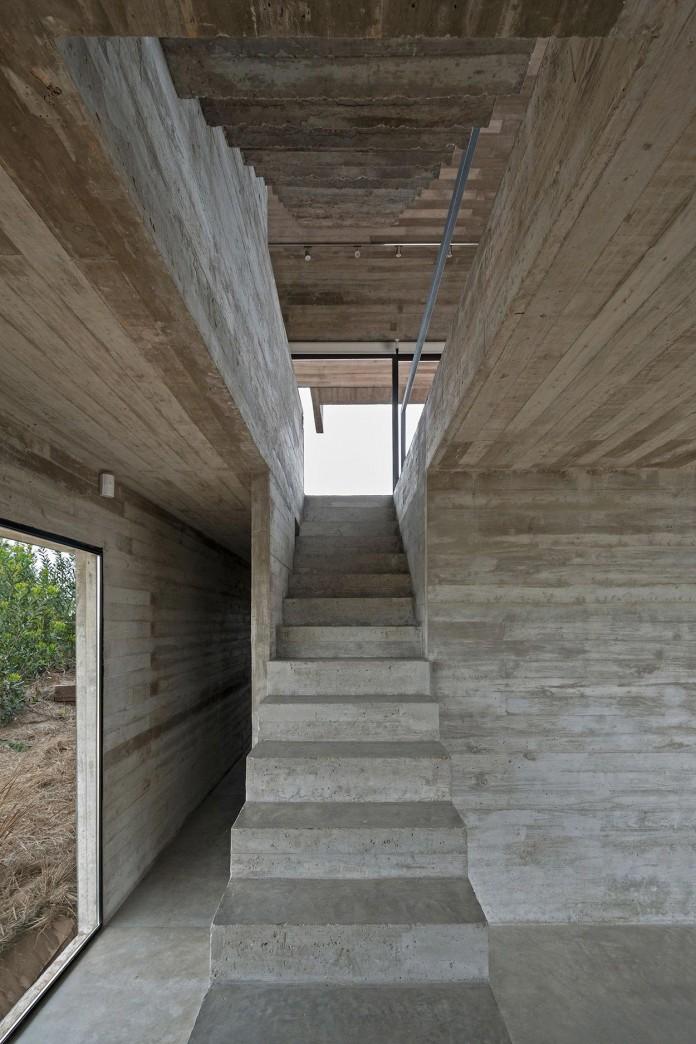 Modern-Concrete-Golf-House-by-Luciano-Kruk-Arquitectos-10