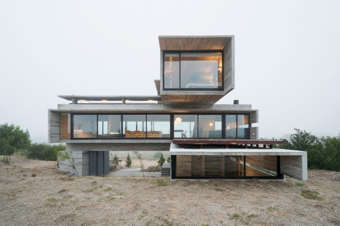 Modern-Concrete-Golf-House-by-Luciano-Kruk-Arquitectos-12