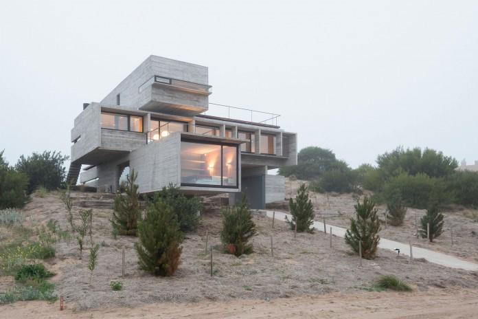 Modern-Concrete-Golf-House-by-Luciano-Kruk-Arquitectos-14