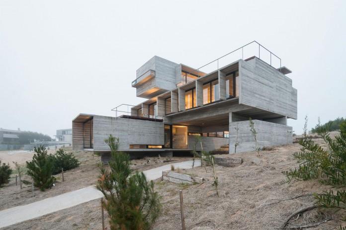 Modern-Concrete-Golf-House-by-Luciano-Kruk-Arquitectos-15
