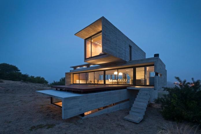 Modern-Concrete-Golf-House-by-Luciano-Kruk-Arquitectos-17