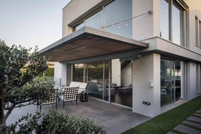 Modern-Minimalistic-and-Clear-in-Tel-Aviv-by-Martin-Kesel-Architects-03