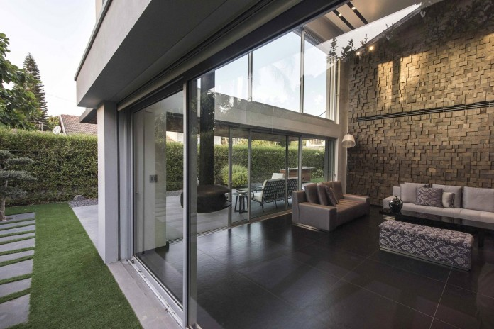 Modern-Minimalistic-and-Clear-in-Tel-Aviv-by-Martin-Kesel-Architects-04