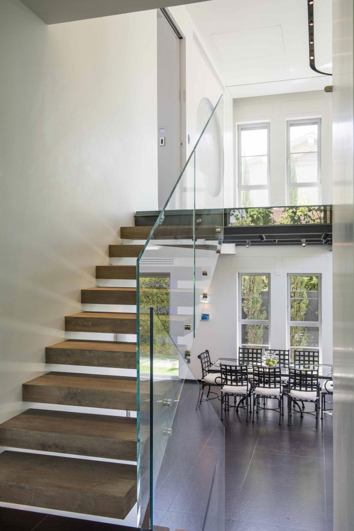 Modern-Minimalistic-and-Clear-in-Tel-Aviv-by-Martin-Kesel-Architects-14