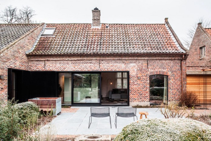 Old-farm-converted-into-modern-Project-B-by-Juma-Architects-01