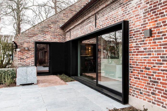 Old-farm-converted-into-modern-Project-B-by-Juma-Architects-02