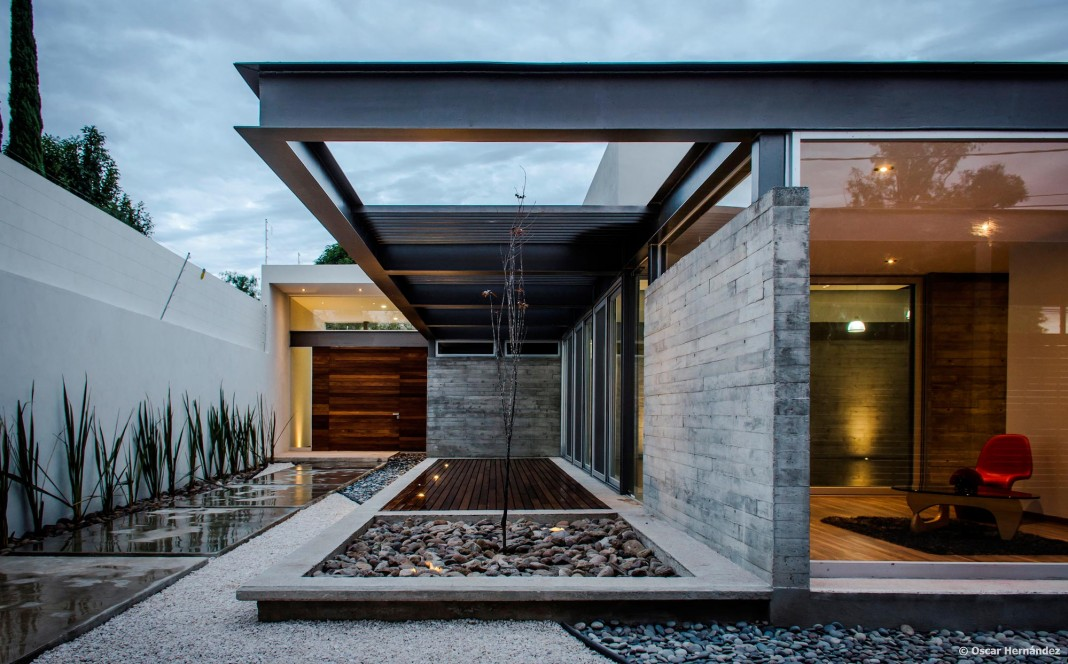 One Story Contemporary TCH House by Arkylab