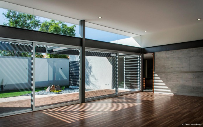 One-Story-Contemporary-TCH-House-by-Arkylab-07