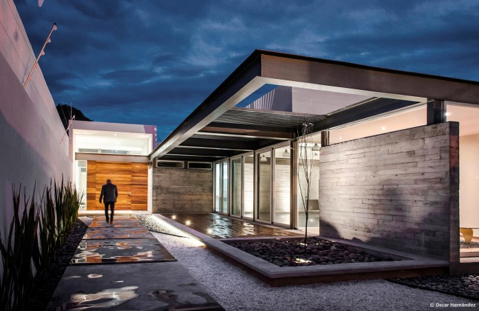 One-Story-Contemporary-TCH-House-by-Arkylab-17