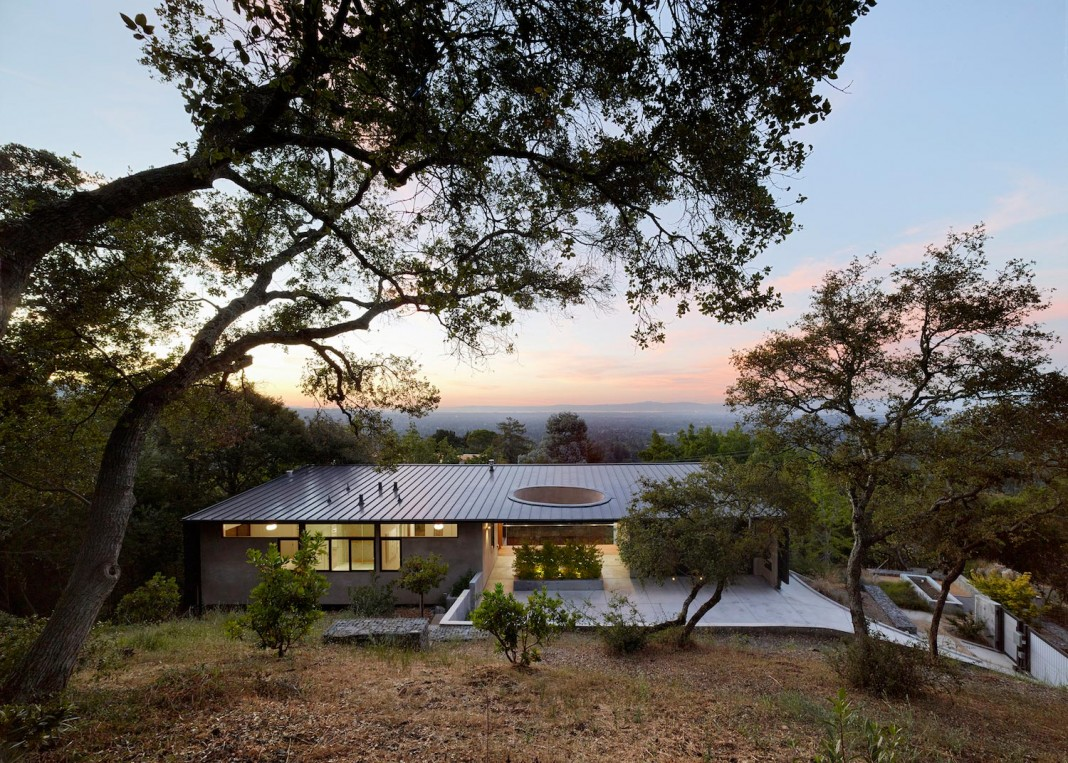 Overlook One story Guest House by Schwartz and Architecture