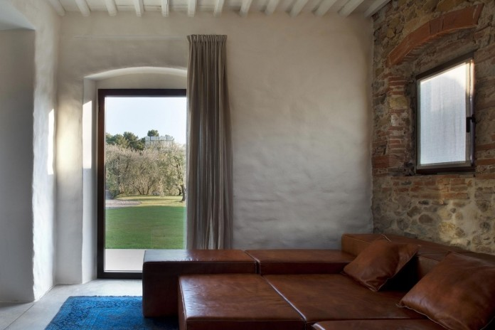 Renovation-of-a-19th-century-old-country-house-in-Lucca-by-MIDE-architetti-06