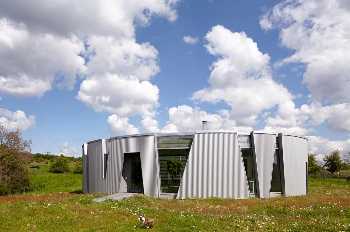 Ring-Shaped-Low-Energy-Family-Home-by-Caraa-02