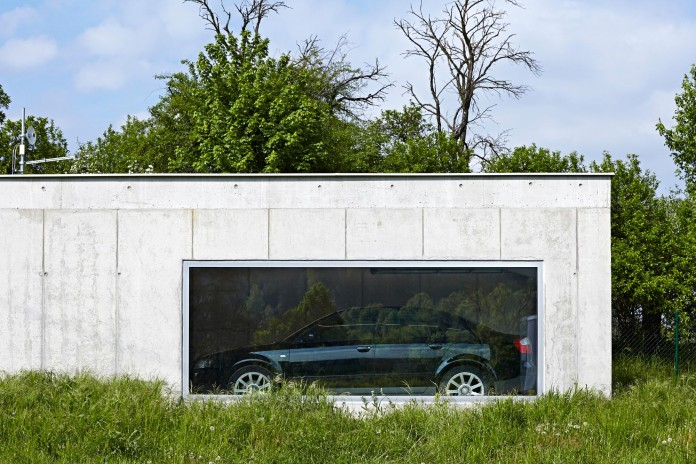 Ring-Shaped-Low-Energy-Family-Home-by-Caraa-07