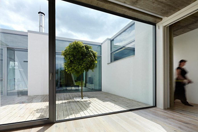 Ring-Shaped-Low-Energy-Family-Home-by-Caraa-11