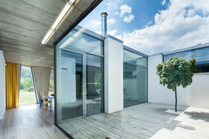 Ring-Shaped-Low-Energy-Family-Home-by-Caraa-12