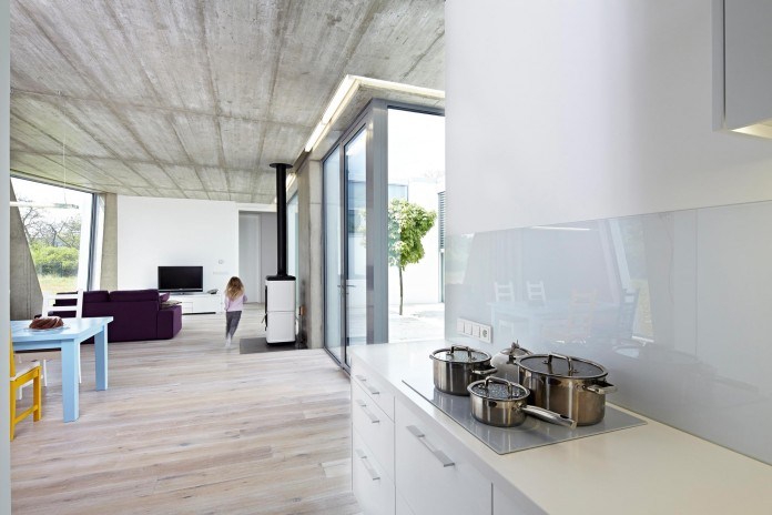 Ring-Shaped-Low-Energy-Family-Home-by-Caraa-15