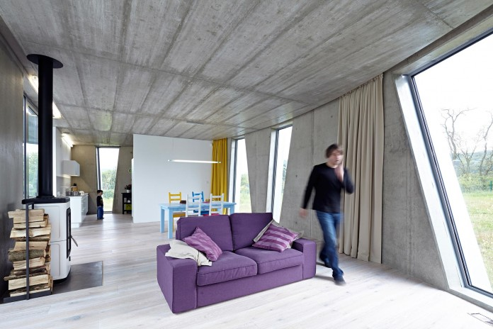 Ring-Shaped-Low-Energy-Family-Home-by-Caraa-18