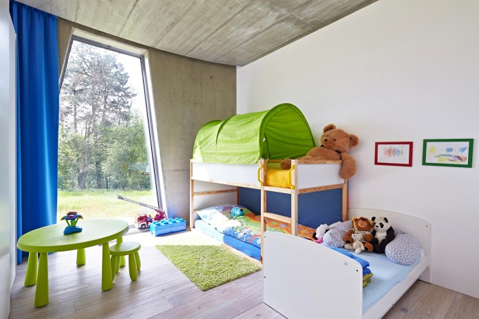 Ring-Shaped-Low-Energy-Family-Home-by-Caraa-23