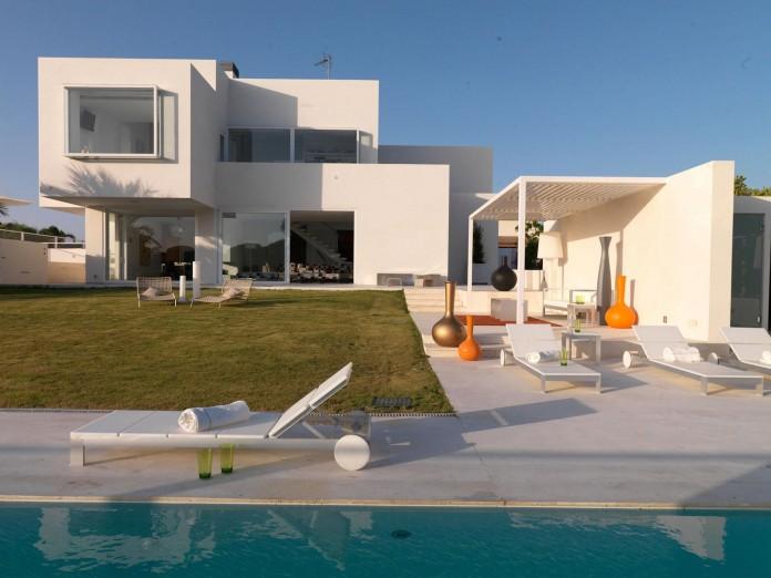 Sancti-Petri-Private-House-by-Teresa-Sapey-Estudio-01