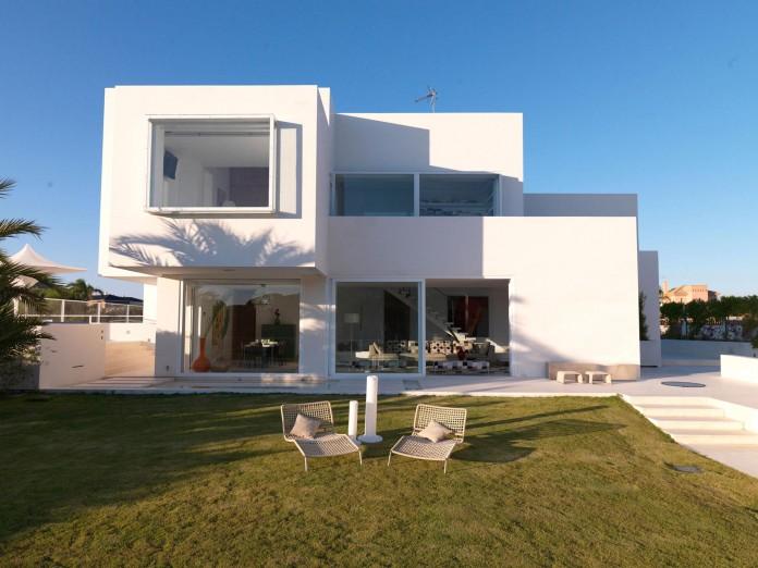 Sancti-Petri-Private-House-by-Teresa-Sapey-Estudio-03