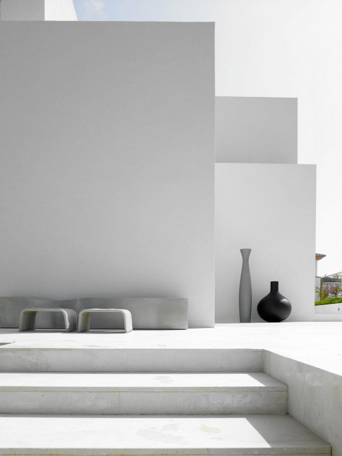 Sancti-Petri-Private-House-by-Teresa-Sapey-Estudio-05