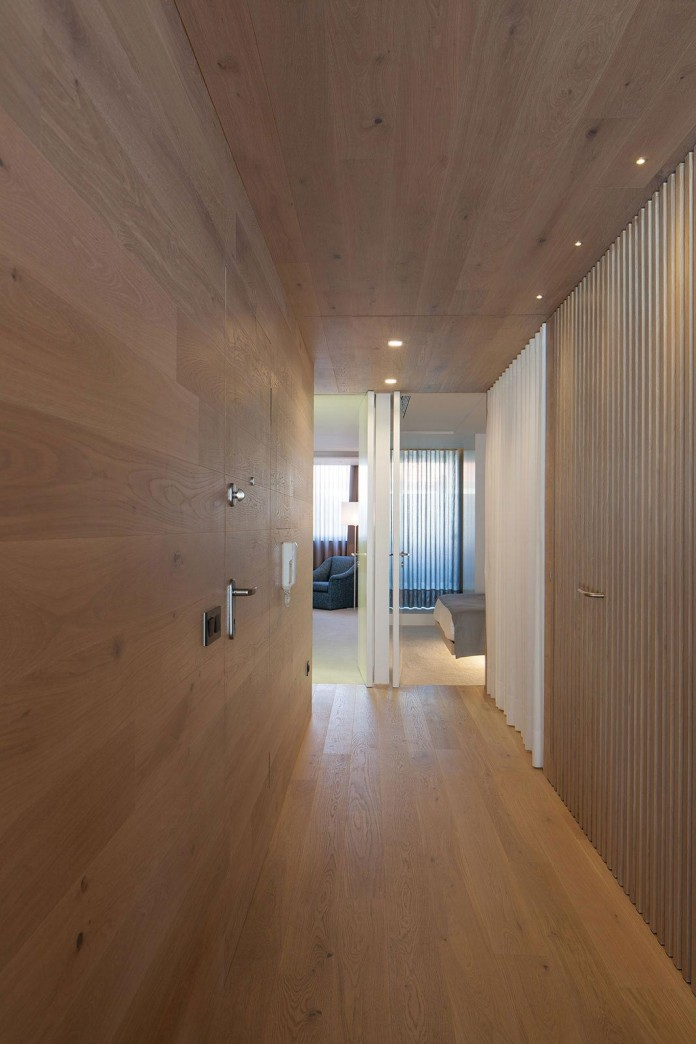Seafront-Oak-Wood-Themed-Apartment-by-Pitagoras-Group-01