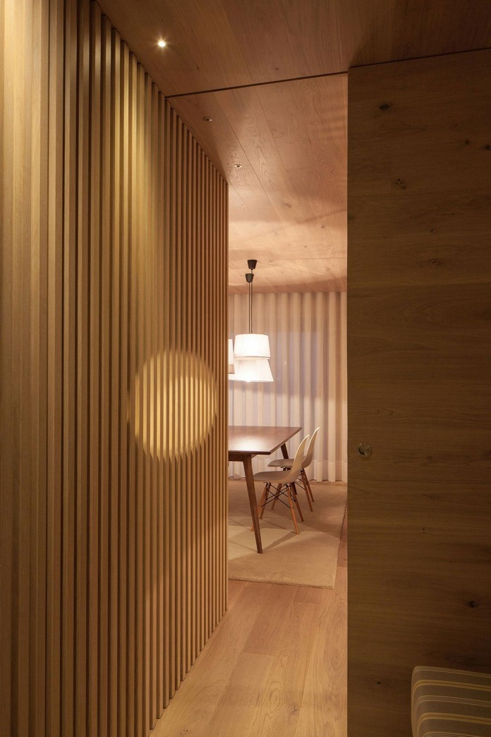Seafront-Oak-Wood-Themed-Apartment-by-Pitagoras-Group-02