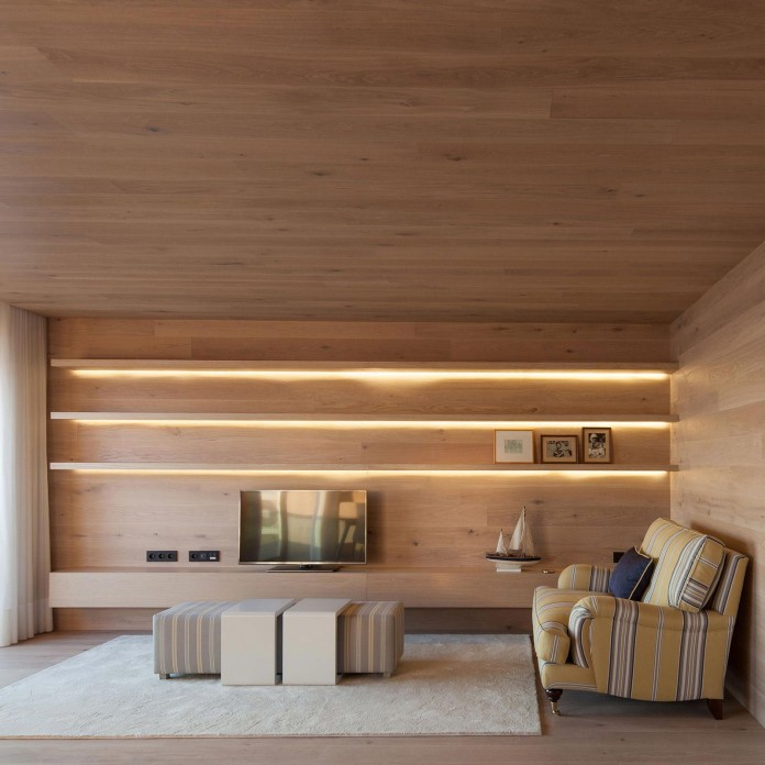 Seafront-Oak-Wood-Themed-Apartment-by-Pitagoras-Group-04