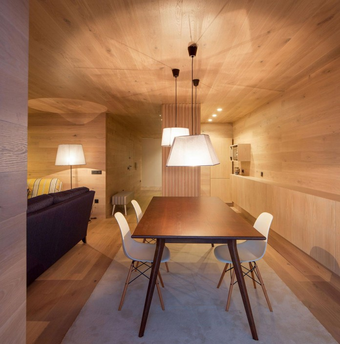Seafront-Oak-Wood-Themed-Apartment-by-Pitagoras-Group-10