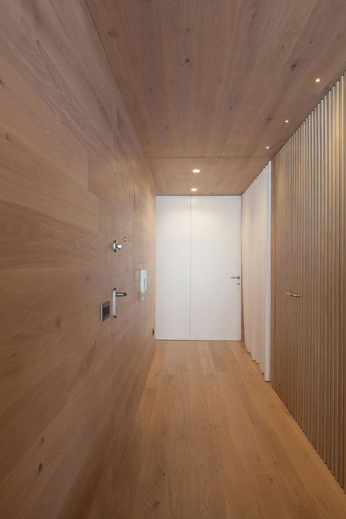 Seafront-Oak-Wood-Themed-Apartment-by-Pitagoras-Group-11