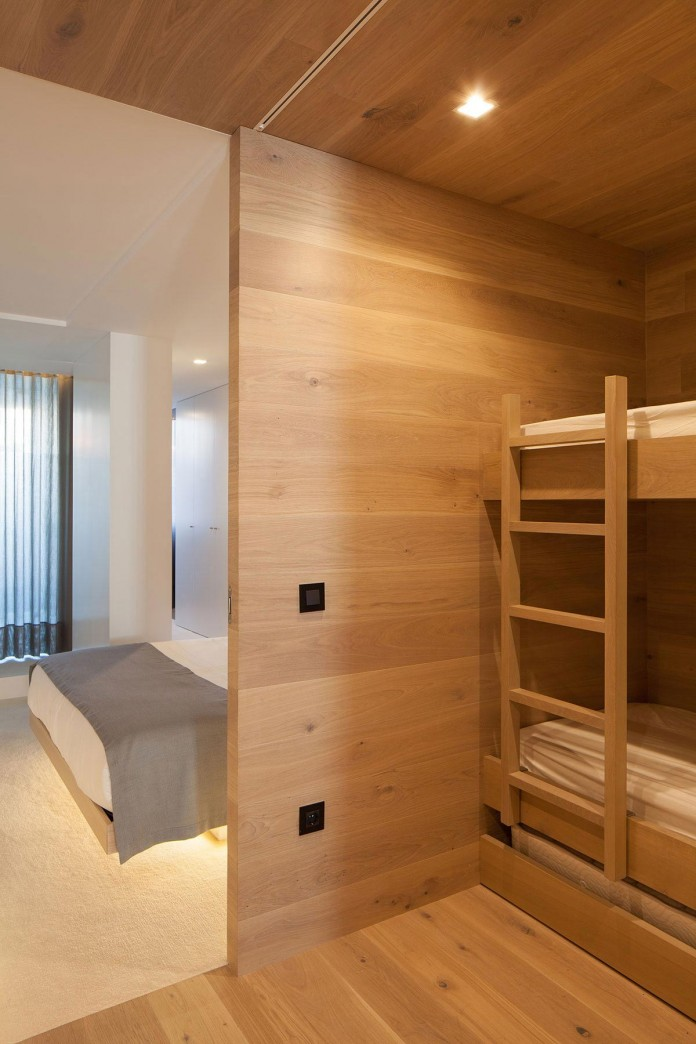Seafront-Oak-Wood-Themed-Apartment-by-Pitagoras-Group-13