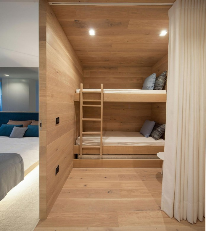 Seafront-Oak-Wood-Themed-Apartment-by-Pitagoras-Group-15