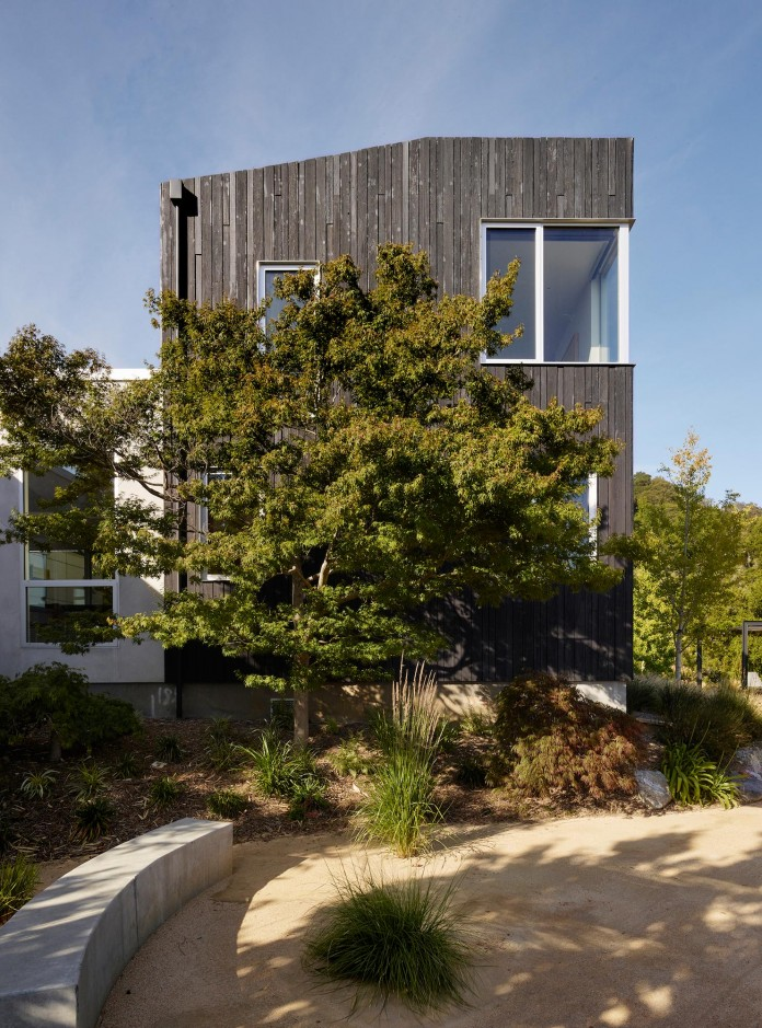 Show-Sugi-Ban-House-in-Los-Gatos-by-Schwartz-and-Architecture-01