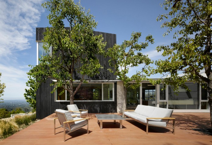 Show-Sugi-Ban-House-in-Los-Gatos-by-Schwartz-and-Architecture-02