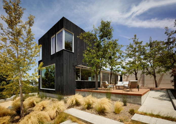Show-Sugi-Ban-House-in-Los-Gatos-by-Schwartz-and-Architecture-03