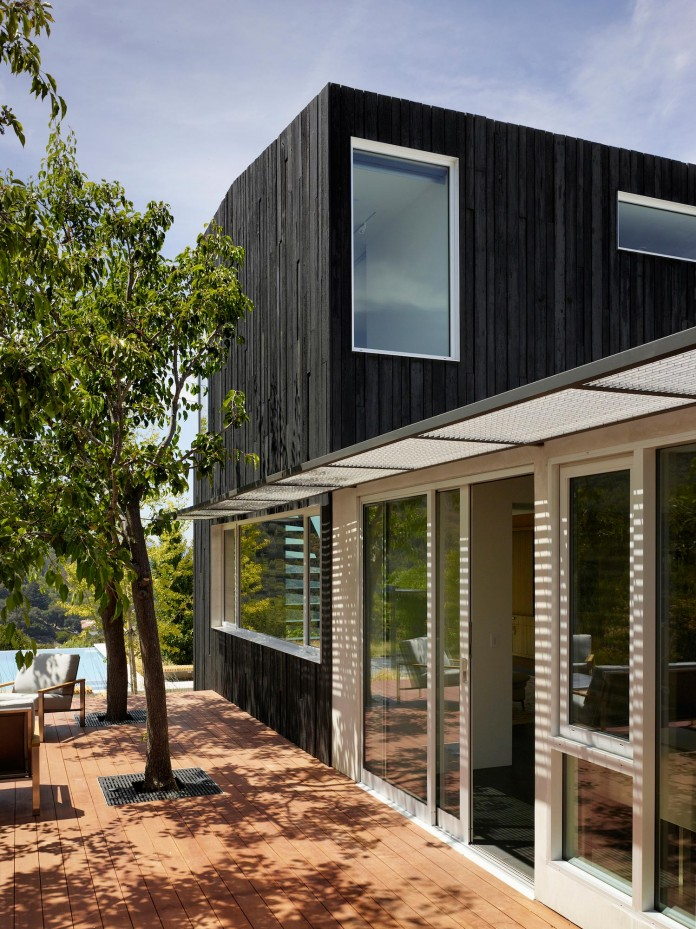 Show-Sugi-Ban-House-in-Los-Gatos-by-Schwartz-and-Architecture-05