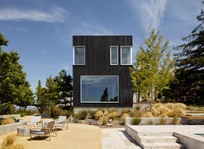 Show-Sugi-Ban-House-in-Los-Gatos-by-Schwartz-and-Architecture-06