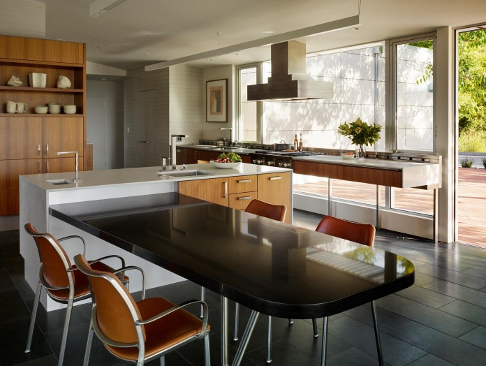 Show-Sugi-Ban-House-in-Los-Gatos-by-Schwartz-and-Architecture-11
