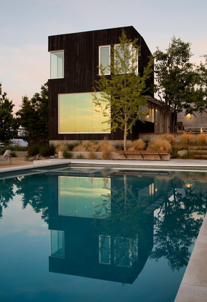 Show-Sugi-Ban-House-in-Los-Gatos-by-Schwartz-and-Architecture-22