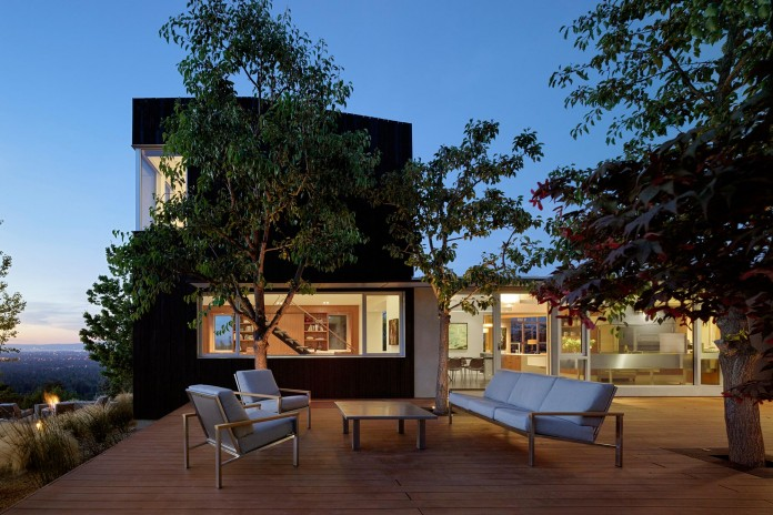 Show-Sugi-Ban-House-in-Los-Gatos-by-Schwartz-and-Architecture-23